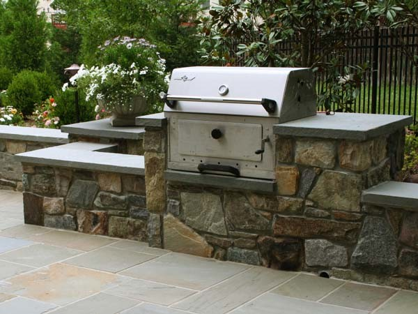 Beautiful garden add to the beauty of the outdoor kitchen