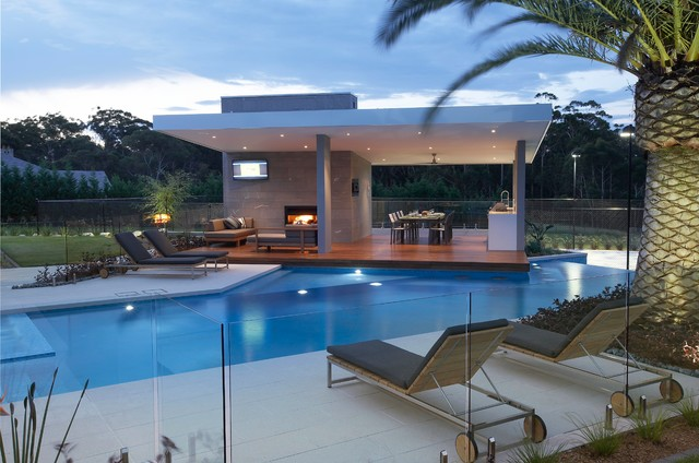 A lounge in the opposite side of the pool