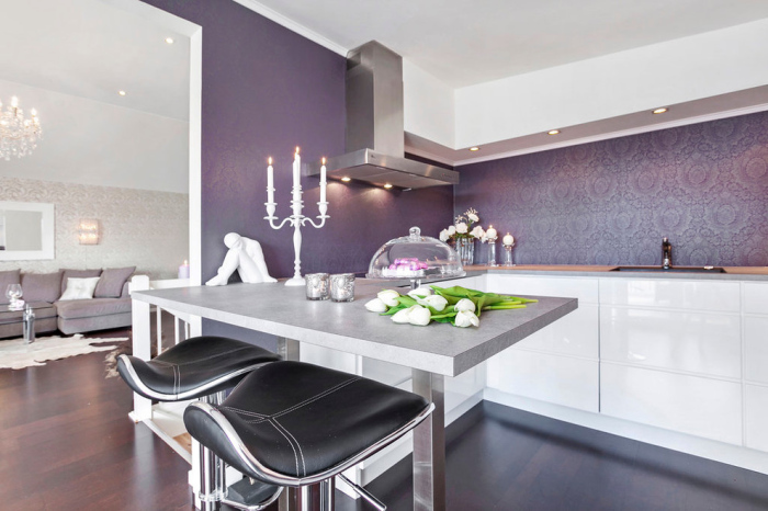 wallpaper in purple highlight the room