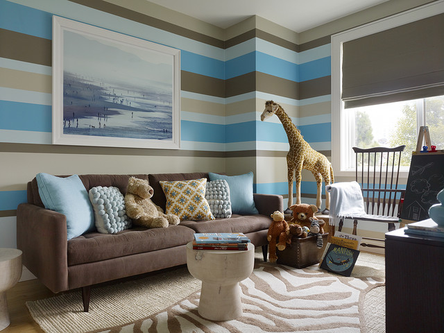 Kid's room design with stripes painted wall