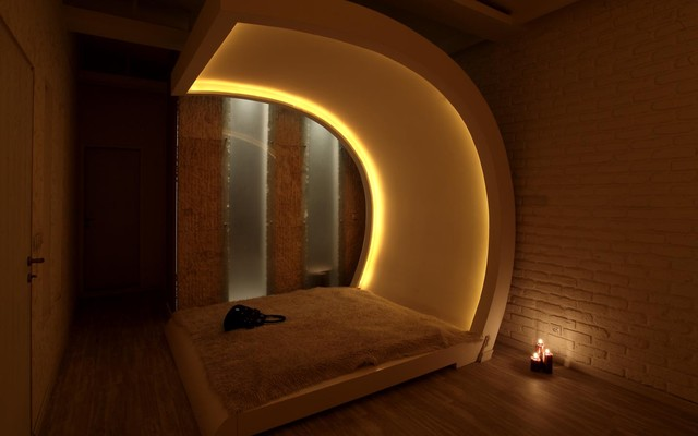 The curved and over-sized headboard has lighting too