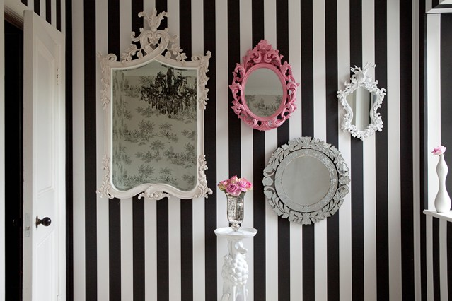 Black and white vertical wallpaper design