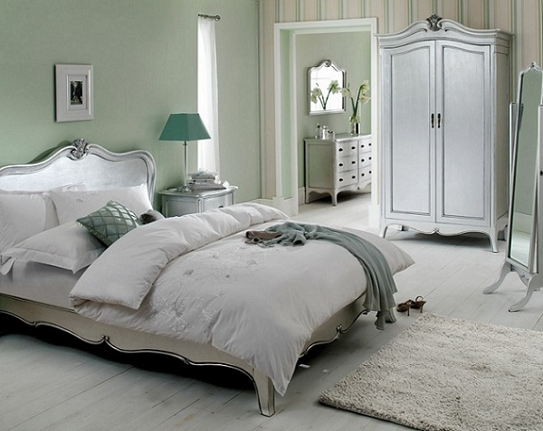 The glittery world of silver bedroom ideas for Bedroom ideas silver