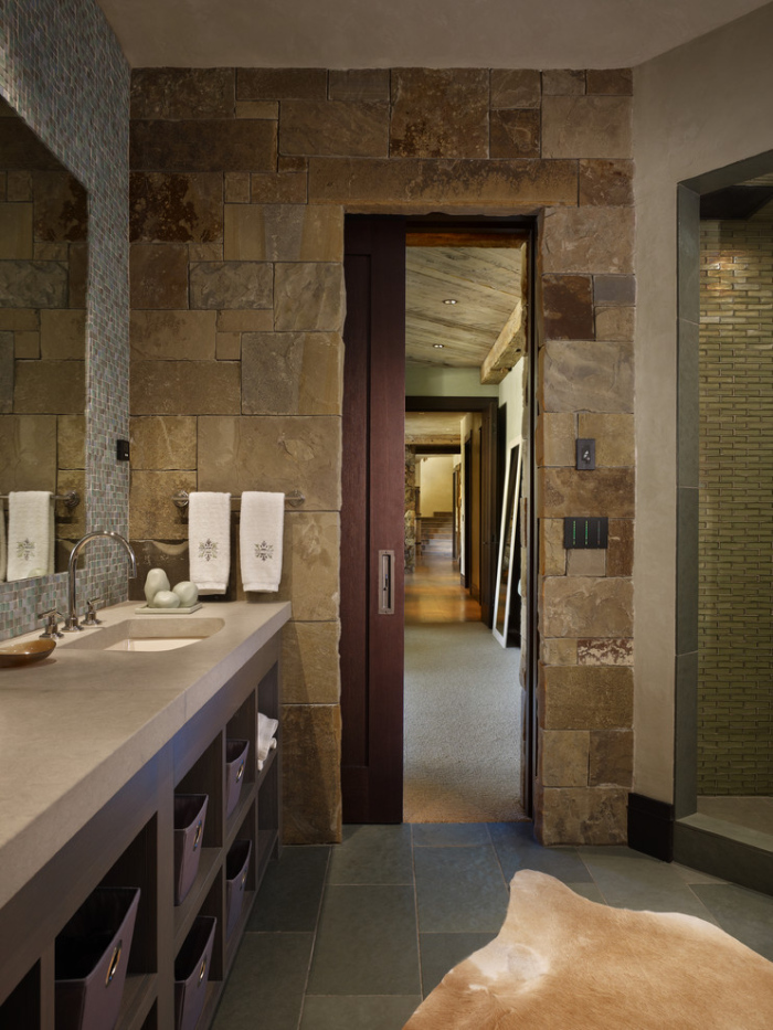 Wooden stone walls make up the area of the bathroom