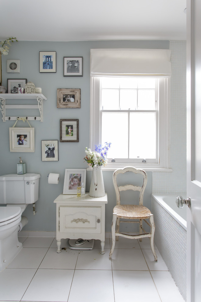The shabby chic room for a bathroom is difficult