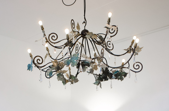 Chandelier spread like a wing and has golden and blue flowers