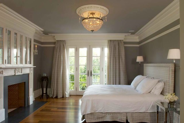 White molding creates a soothing contrast to the dark grey ceiling and walls