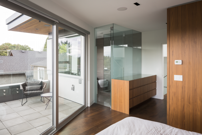 Glass door & partitions are just oh-so-chic