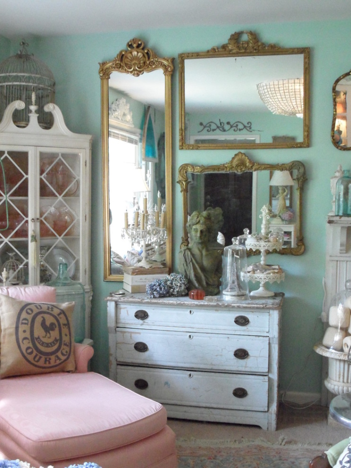 Mirrors and pastel shades make the room look shabby