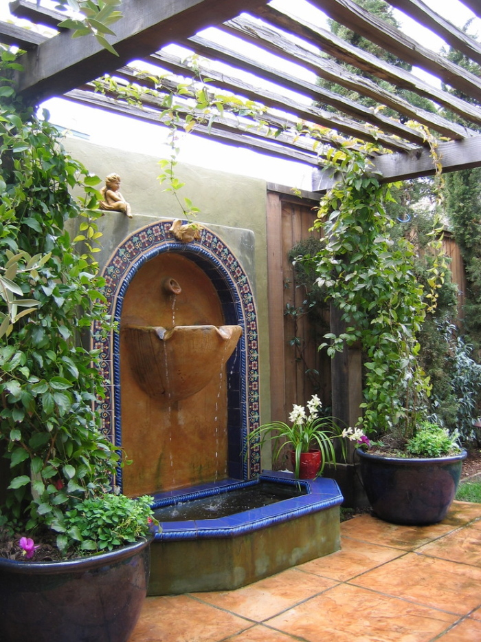 Water fountain in the centre of the greenhouse