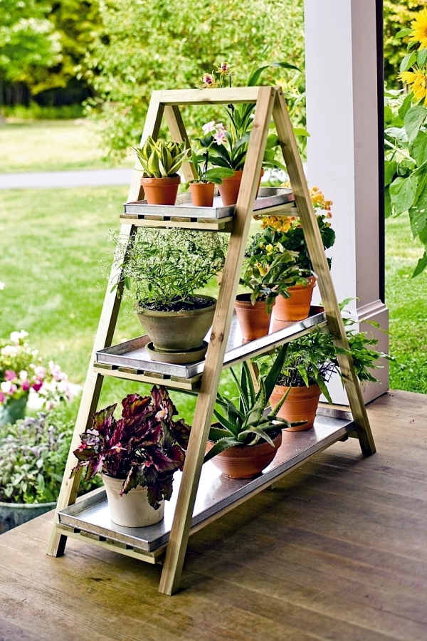 The ladder can be placed on the porch