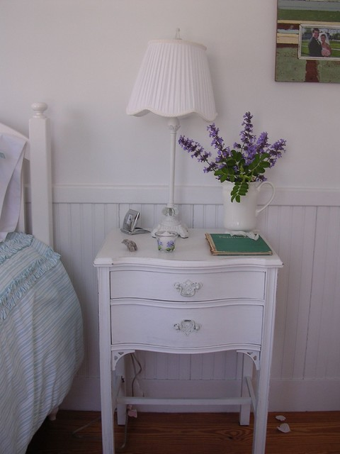 Solid white nightstand design