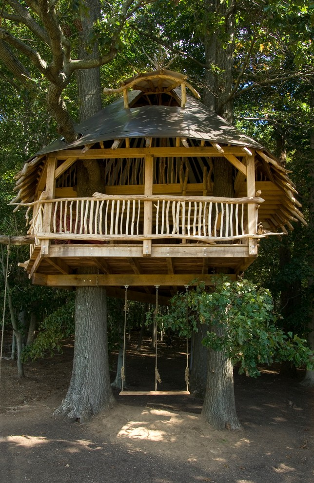 Tree house with a small roof between the trees