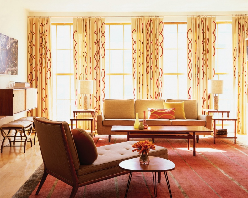 Curtains in red colour chain like pattern all over