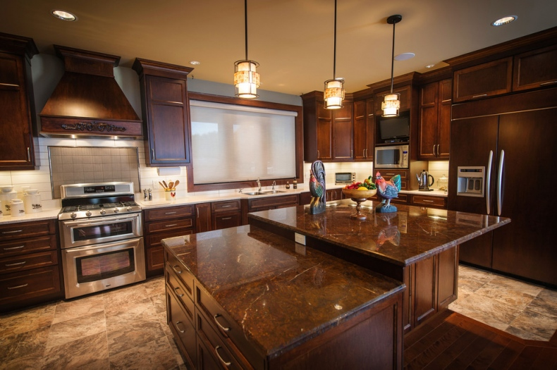 Traditional kitchen with pendulum lights