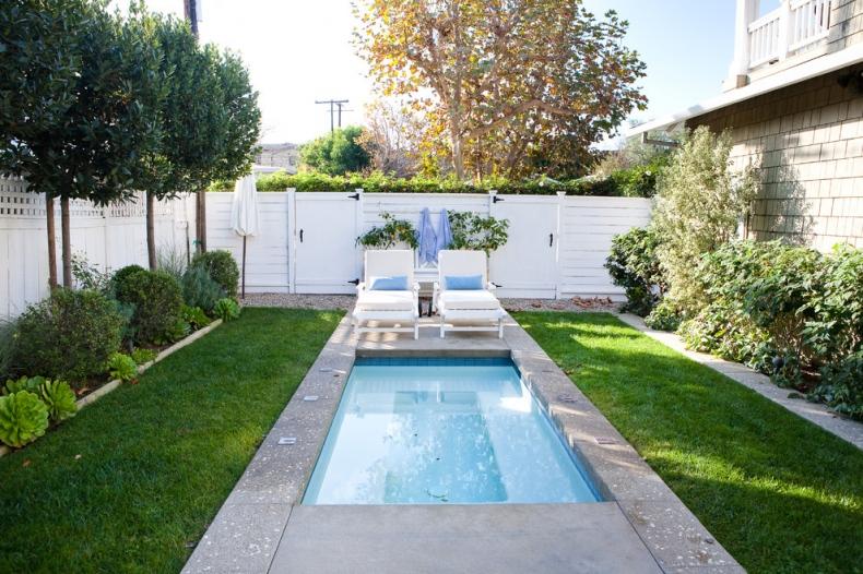 Long rectangular shaped pool design