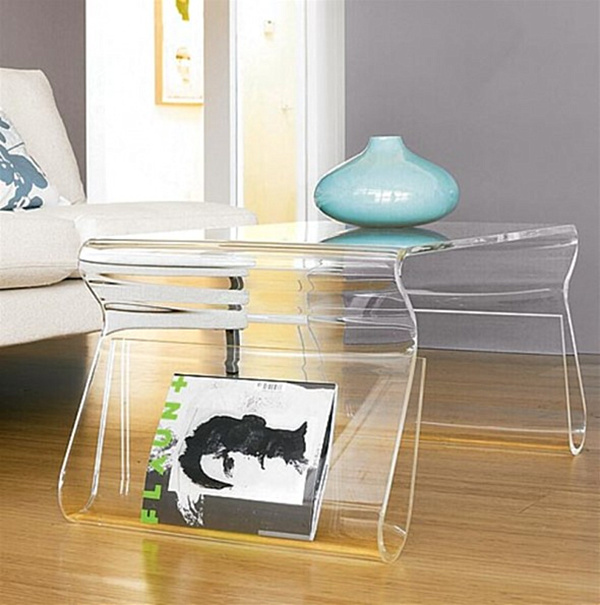 Cocktail table with chic transparent feel