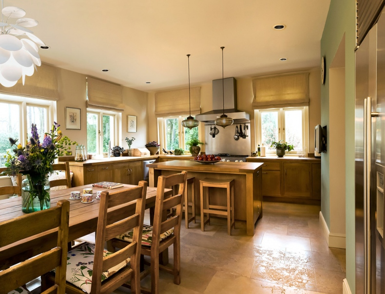 Transitional kitchen with pendulum lights
