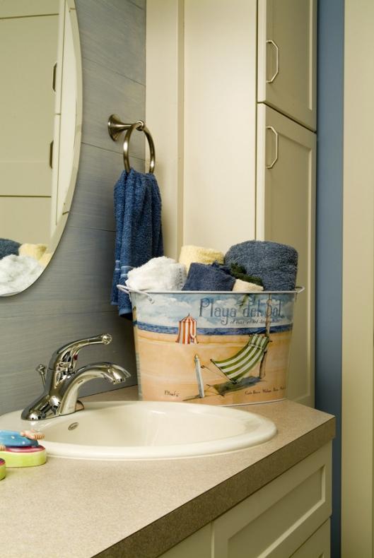 Bathroom with key paper basket storing element
