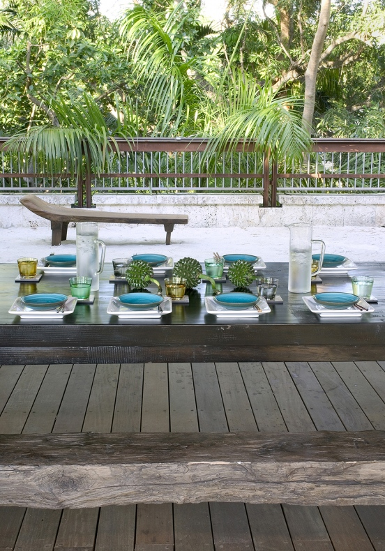 Plates of blue colour are placed on the dining table
