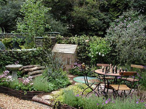 small walled garden ideas