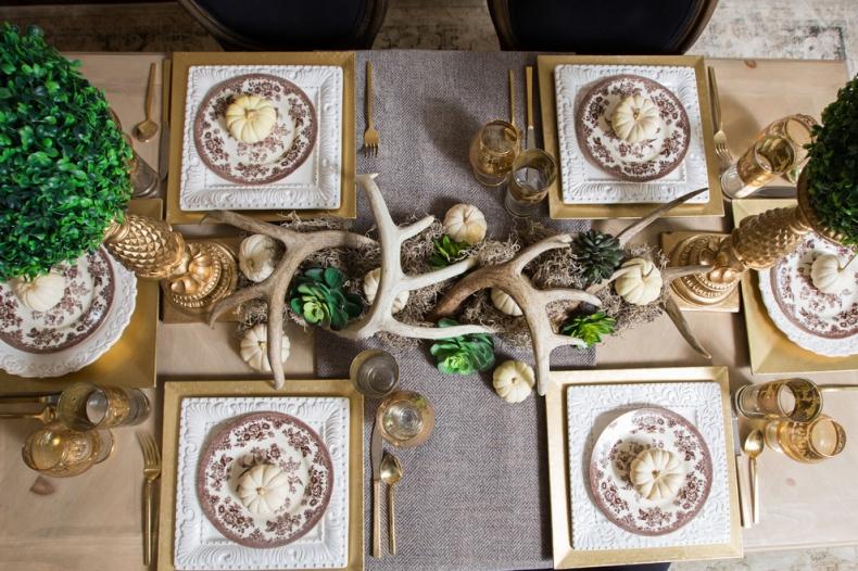 Pine cone table setting
