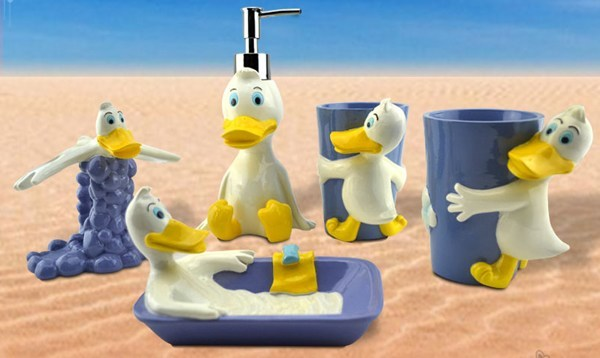 Duck bathroom accessories