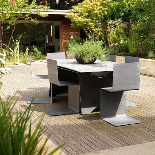 Funky dining set with a classy and contemporary look
