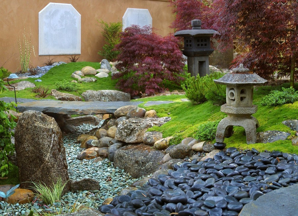 Bright, relaxing, and flowing garden