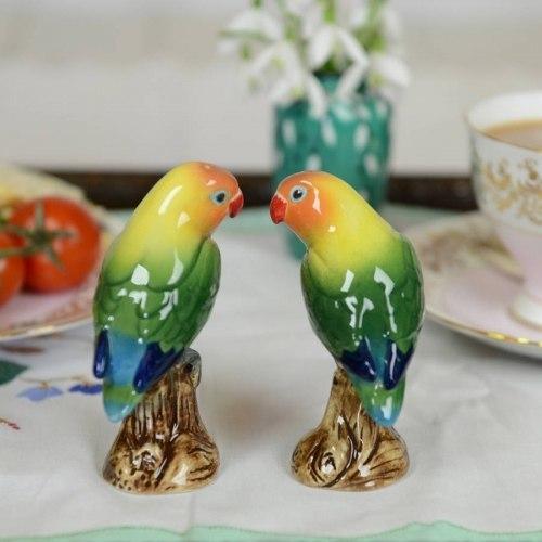 Salt and pepper lovebirds