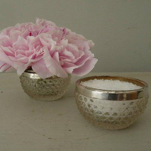 Antique style pinch pot