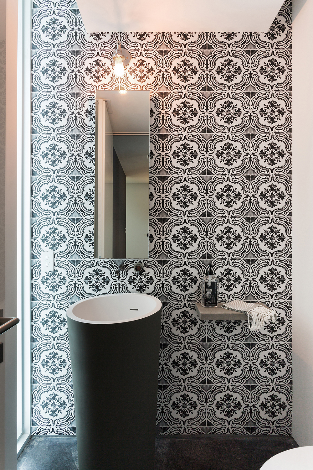 Bathroom with a wall paper