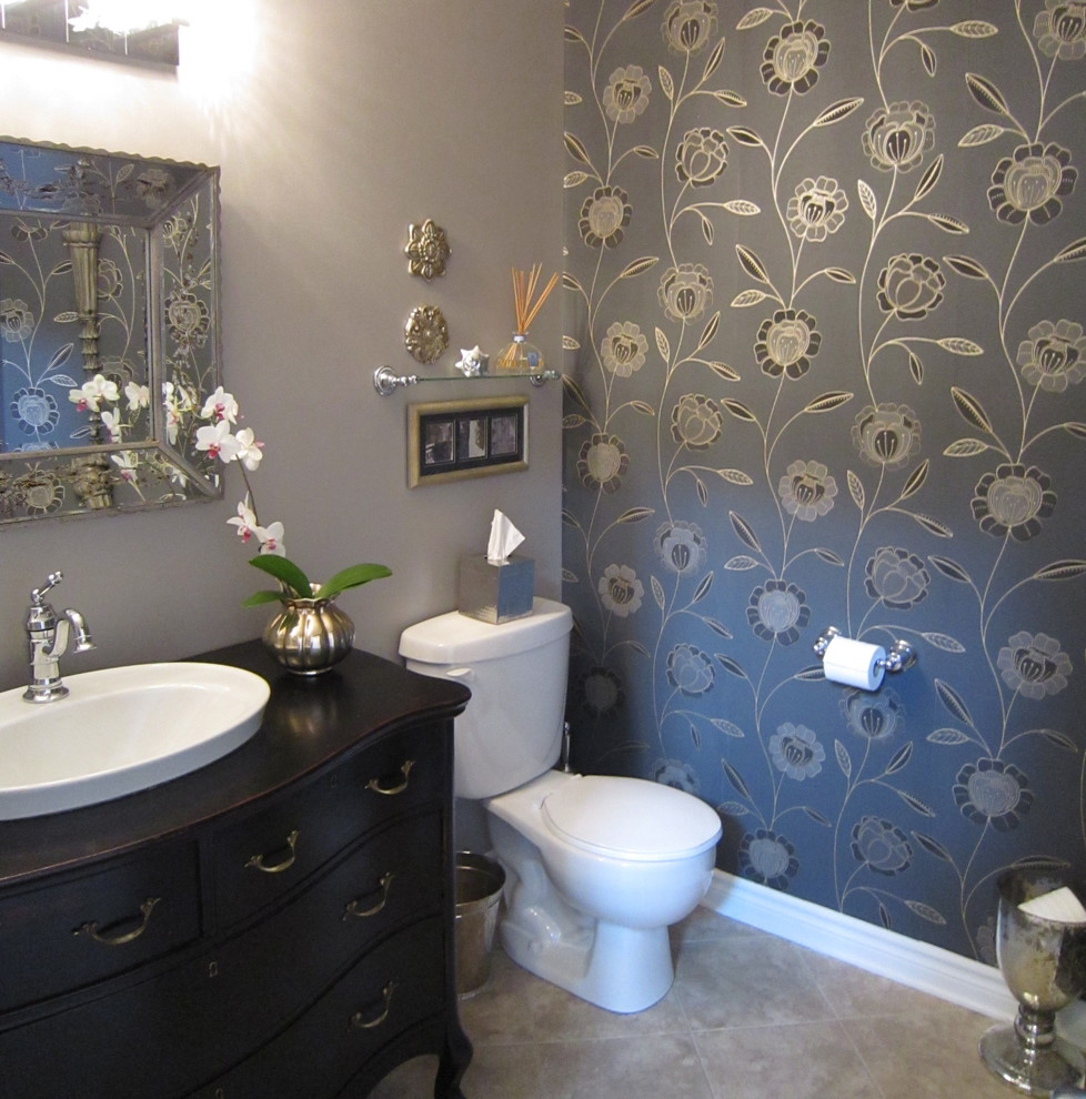 Bathroom with a white floral wallpaper