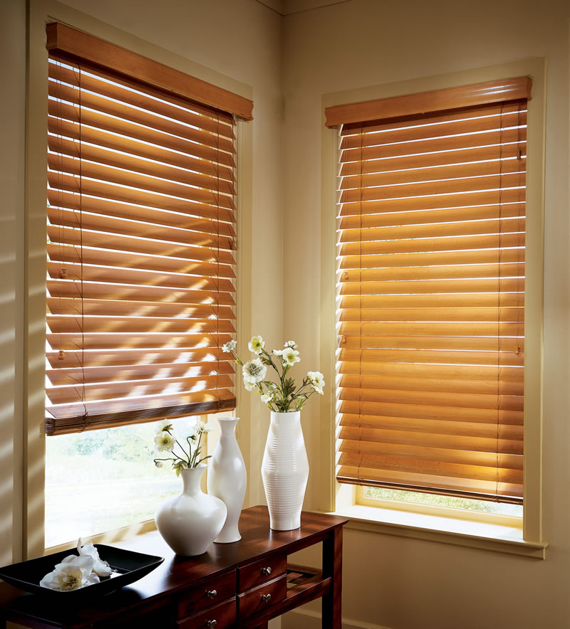 Venetian type blind can be pulled up completely