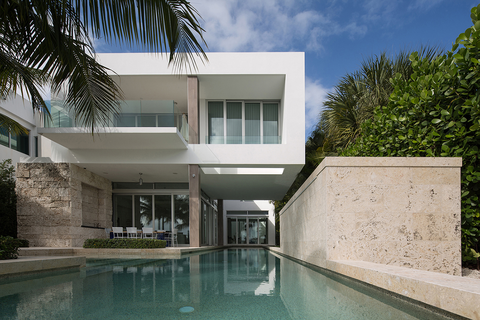 Modern architecture biscayne bay residence south florida for Modern houses in florida