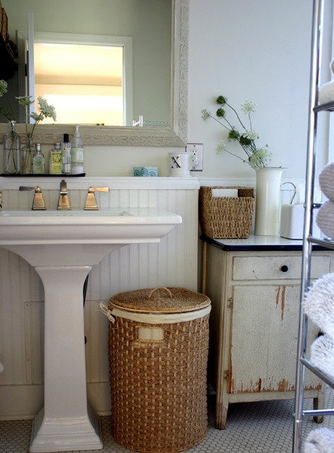 Bathroom with an old unpainted and rust stained cabinet