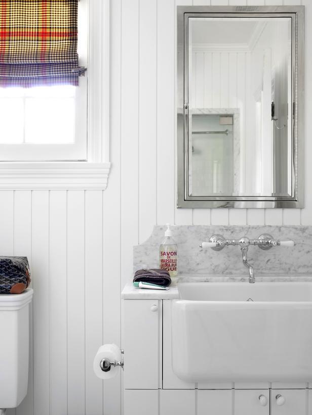 Bathroom with a bright curtain
