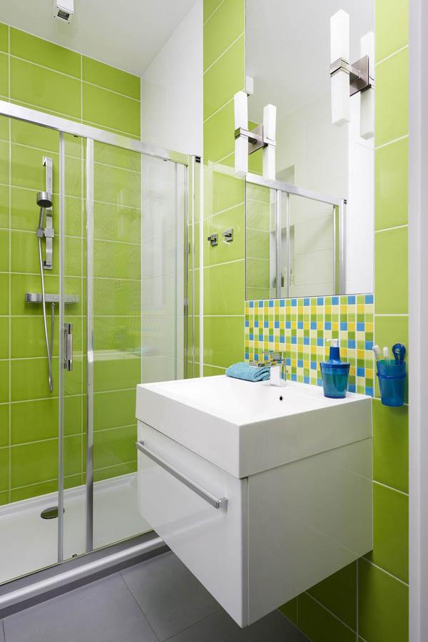 Bathroom with a huge mirror