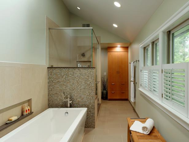 Long narrow bathroom design