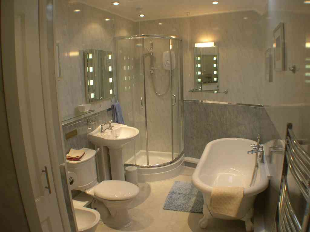 Small bathrooms with grand designs for New bathroom design
