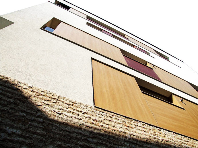 Side panel of the house from the outside