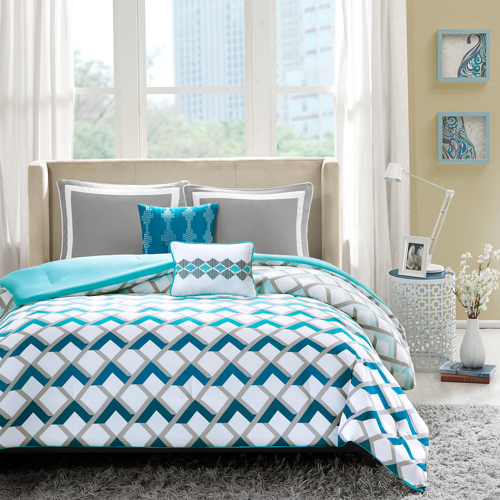 White and blue patterned beddding
