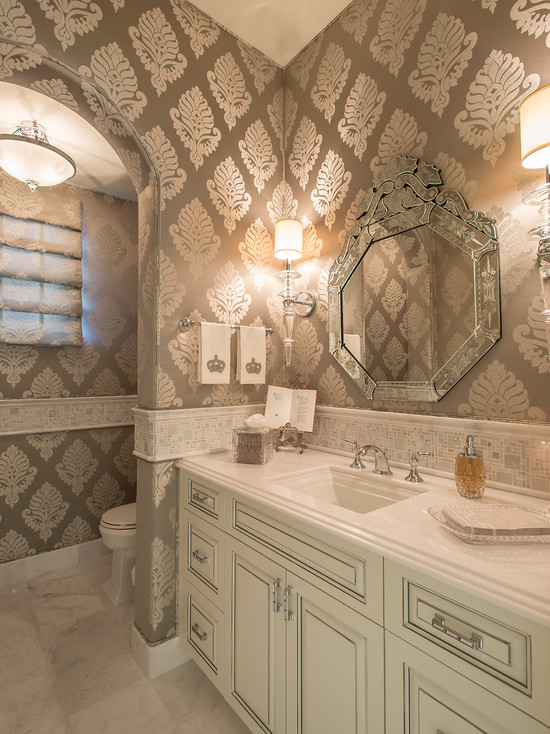 Bathroom with a patterned wallpaper
