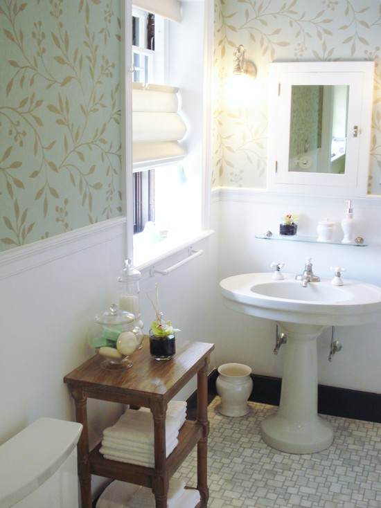 Bathroom with a wallpaper