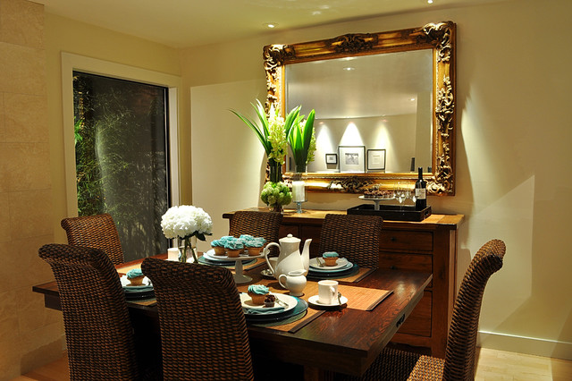 Dining room with a mirror