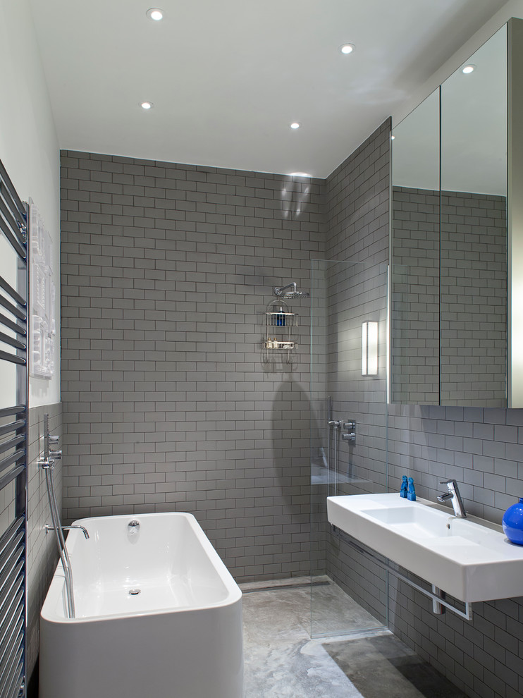 Shower room with a mirror