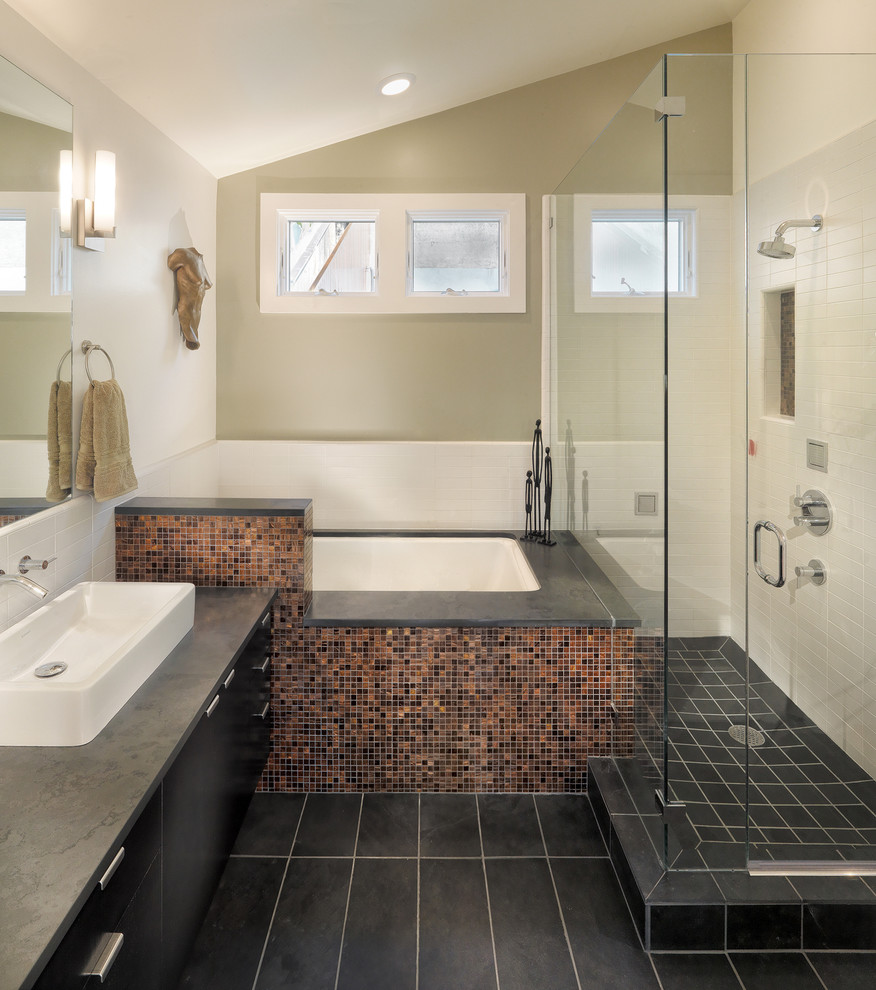 Tiny bathrooms avoid common decorating mistakes - Common mistakes in interior decor ...