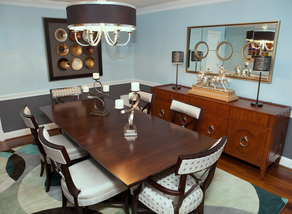 Dining room with a wooden table