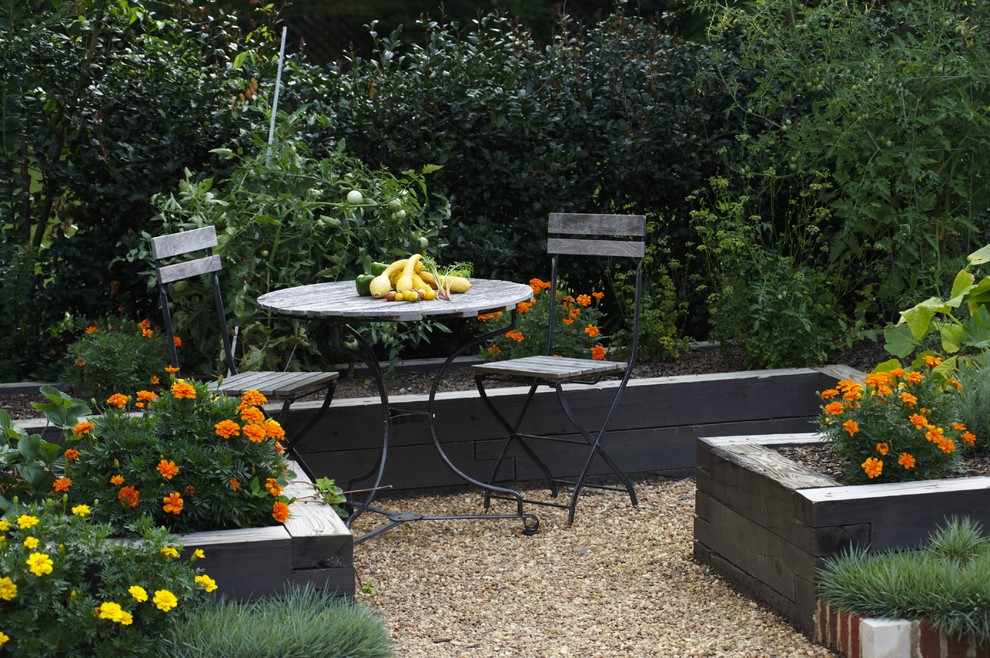 Long black colored bed boxes