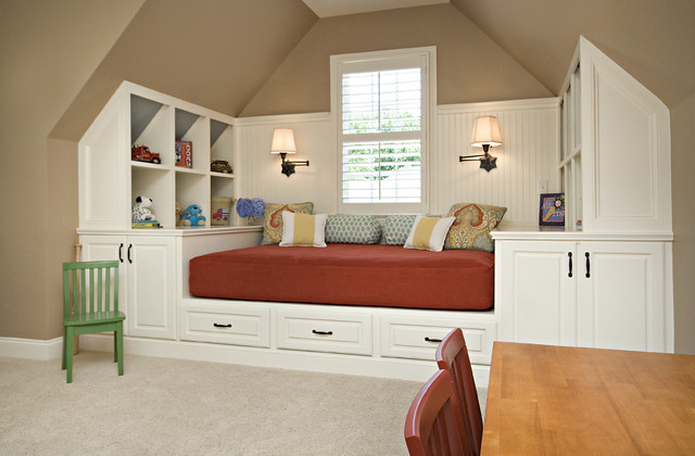 Open shelves with drawers on the base of the bed